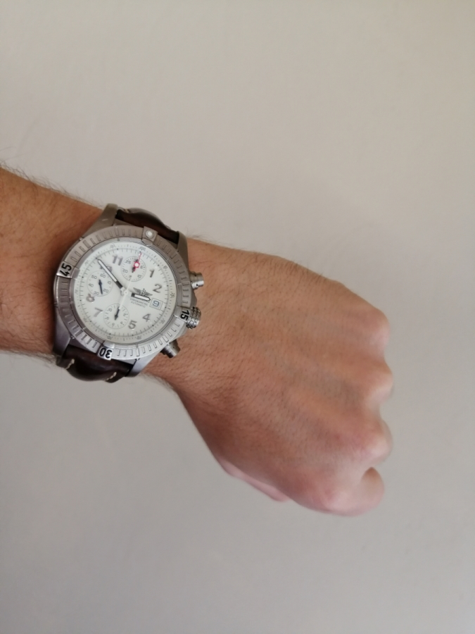 breitling avenger chrono e13360 wristshot