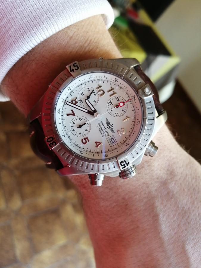 breitling avenger chrono wristshot